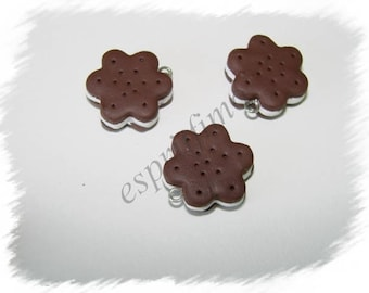 """""""Biscuit chocolate flower"""" charm in polymer clay"""
