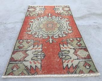 2 ft 5 in x 1 ft 4 in ( 77 x 43 cm ) Gorgeous runner rug pastel rug vintage rug anatolian rug Qushak rug türkish rug small rug