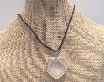 Cord quartz heart stone necklace
