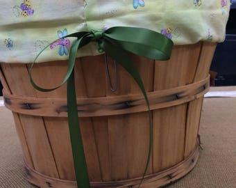 Medium fabric lined fruit basket