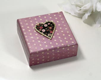 """""""Heart and satin"""" wooden jewelry box"""