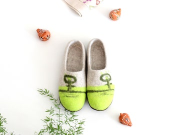 Women houseshoes, felt slippers, felt wool clogs, slippers from natural wool, felt home shoes, Wedding gift, Mothers day gift, cute valenki