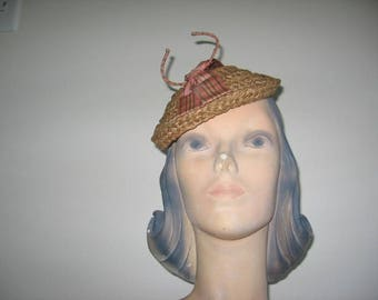 1950's Straw Tilt Mini-Bowl Hat with Stand-up Trim!
