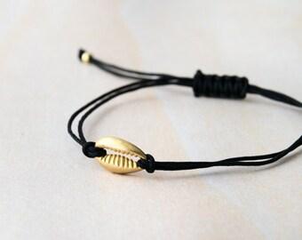Seashell bracelet, small seashell bracelet, gold seashell bracelet, bracelet with seashell, beach bracelet, boho bracelet, seashell jewelry