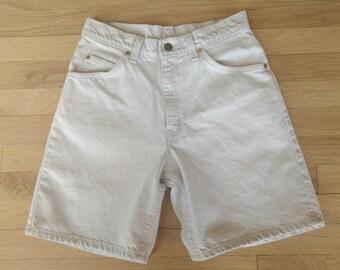 Vintage Levi Shorts Orange Tag 1970s Summer Long Bermuda Shorts Western Style Mom High Waisted Denim Off White Shorts 950 Relaxed Fit Size 7