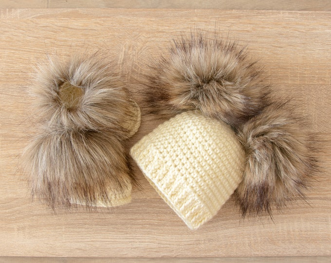 Double pom pom hat and booties - Cream Booties and hat set - Crochet baby clothes - Newborn winter clothes - Fur booties - Gender neutral