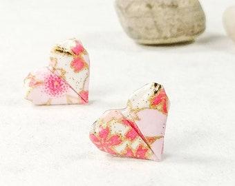 Boucles d'oreilles roses | Boucles d'oreilles en coeur | Bijou en papier | Origami par Ökibo