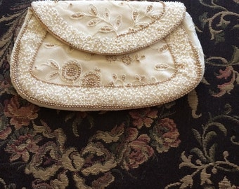 Vintage beaded purse white and ivory