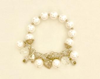 Vintage Pearl and Charm Bracelet     GJ2989