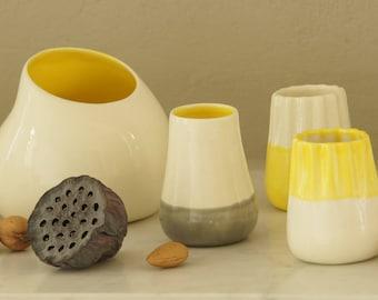 Petit vase en faience - gris, blanc & jaune