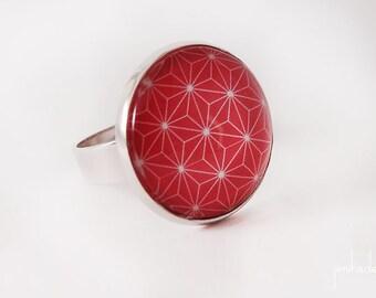 Bague rouge avec un motif étoilé japonais blanc