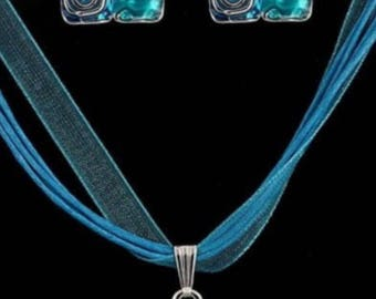Blue Geometrical Pendant Necklace And Earrings Set