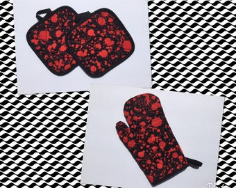 Blood splatter Bloody Oven Mitt and pot holders  Kitchen gift set  *Ready to Ship
