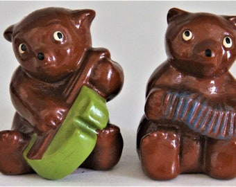 Vintage S P Club 1949 Bear Salt Pepper Shakers Brown & Green - No stoppers