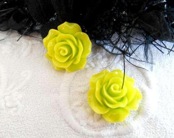 cabochons x 2 flower 20 mm lime green acrylic