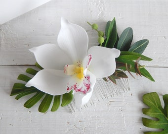 Hawaii hair white orchid flower Tropical headpiece Orchid hair comb Floral hair clip Beach wedding hairpiece Monstera leaf Olive leaves hair