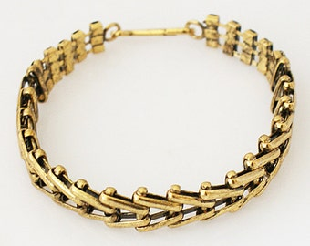 """Clearance ~ AA6710  8 1/2"""" Gold Tone Bracelet ~ Great for Stacking"""