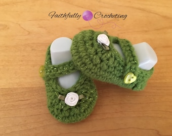 Newborn Mary Janes... Green and white rose.. Ready to ship.. Booties