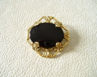 Simply Beautiful....Black cabochon......large brooch.......