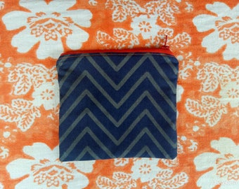 Zigzag recycled zipper pouch