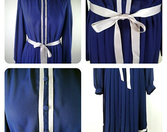 Vintage 1970s gina bacconi navy blue, pleated, belted evening dress. Size 14