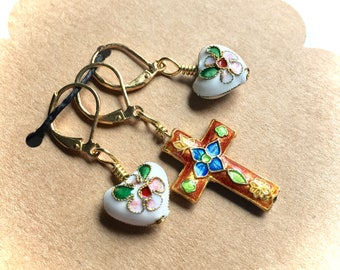 Removable Stitch Markers - Closable - Set of Three (3) - Red Cloisonne Cross with White Hearts - L55