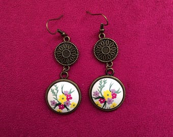 """Earrings """"Laurette"""" bronze with 2 charms bouquet floral on ivory background"""