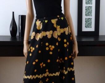 Skirt long vintage 70's black and flowers size 42 - uk 14 - us 10 / hippy / Bohemian