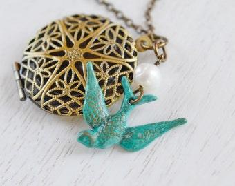 Bird Locket, Patina Verdigris Bird Necklace, Keepsake Locket, Round Locket Jewelry, Bridesmaid Gift, Christmas, Friend Locket, Photo Locket