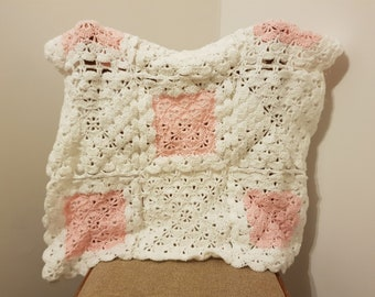Baby blanket crochet. Baby blanket girl. Baby blanket personalized. Pink blanket. White blanket. Babyshower gift for girl.
