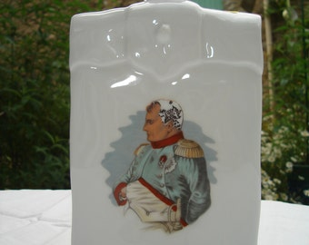 Fine bottle Napoleon of porcelain estempillee collection. Fine bottle collection estempillee porcelain Napoleon.