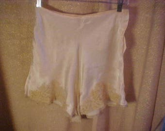 "Vintage 1930s  Pkink Satin Silk Tap Pants with Ecru lace, 2 Button Closure 28""  Waist.  # 3030"