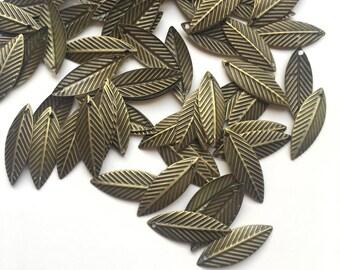75x Bronze Tone Metal Leaf Pendants / 20mm Small Charm / Keyring Bracelet Jewellery Crafts