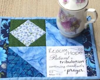 Quilted blue mug mat