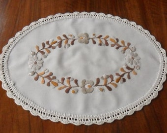 "14"" Hungarian (Matyo) hand-embroidered small oval doily, table decoration"
