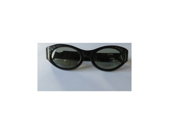 Vintage 1960's Cool Ray Polaroid 140 black women's cat eye sunglasses.mid century mod