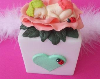 Veilleuse à led bébé dans rose en porcelaine froide