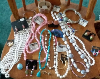 Vintage to new all wearable 28 pc jewelry Lot T