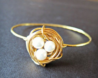 Gold stackable Pearl Birds nest wire wrapped bangle, White Pearls, nature lover, simple pearl bracelet, birds nest jewelry, mothers bracelet