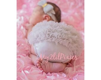 Baby Diaper Cover, Ruffle Diaper Cover, Ruffle Bum Baby Bloomer , Baby Girl Bloomer, Newborn Bloomer. Cake smash Bloomer. Ready to ship