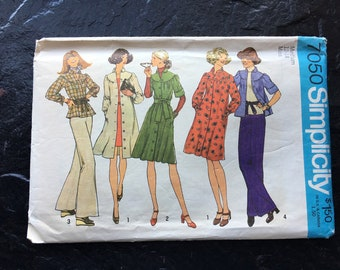 Vintage 1970s Dress or Top Pattern // Simplicity 7050 > Size 12-14 > dress with pockets, button down shirtdress, gathered to yoke