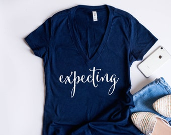 Expecting shirt. mom gift. expecting mom shirt. expecting mom. expecting announcement. preggers shirt. pregnancy announcement shirt. mom tee