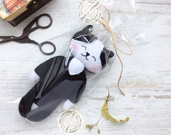 Free shipping -Plush toys Cat-Cute toy-Loved Cat-Black White-Fleece toy-Size 19cm-Stuffed cat Toy - cute soft plush animal
