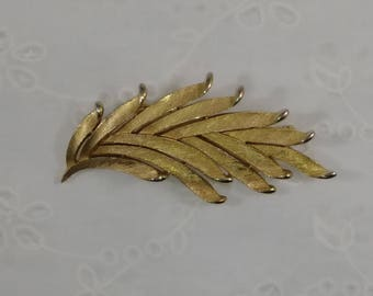 Vintage Crown Trifari Gold Tone Brooch - Abstract Leaves