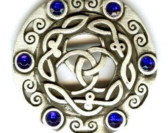 Pagan talisman pendant trischele Moon sickles