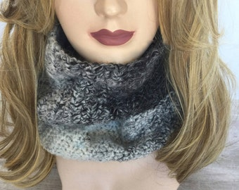 Women's bulky crochet infinity scarf, hand made cowl scarf, circle scarf, Gift for her, fashion accessories, women's scarf, READY TO SHIP