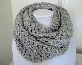 Crochet chunky cowl, gray scarf, crochet circle scarf, crochet cowl scarf, crochet scarf, infinity scarf, gray circle scarf, chunky cowl