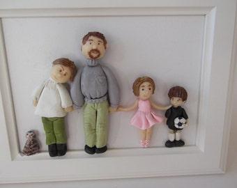 Cadre avec personnages en porcelaine froide sur commande.A poser ou à accrocher, modelé main avec amour.