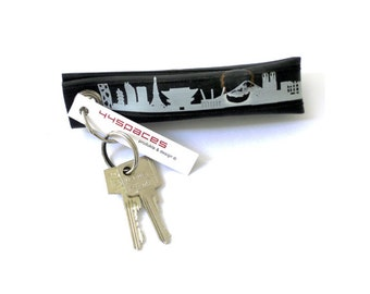 TOKYO keychain vegan, keyring Tokyo print, upcycled bicycle tire inner tube, vegan green gift, unique Tokyo skyline gift, made by 44spaces