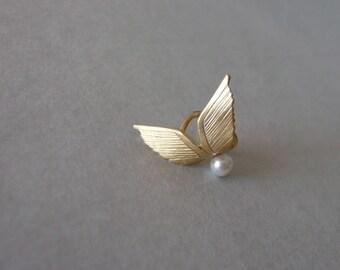 Wings Ear Cuff - ear cuff no piercing , gold ear cuff , gold wings ear cuff , wedding jewelry , Scarlett's ear cuff , wing ear cuff